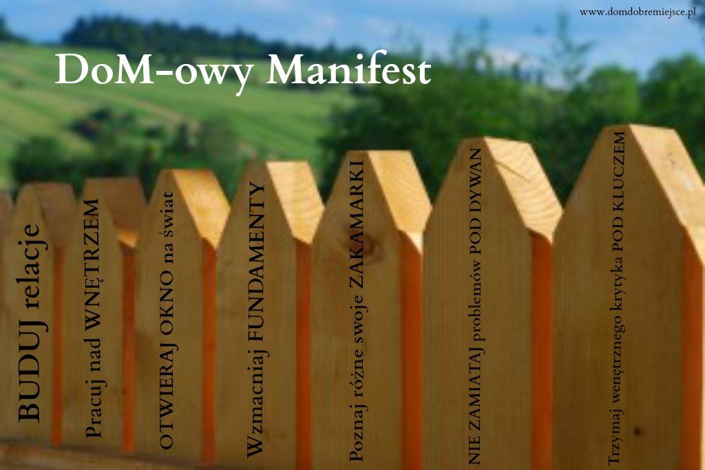 drewniany płot domowy manifest w pracowni