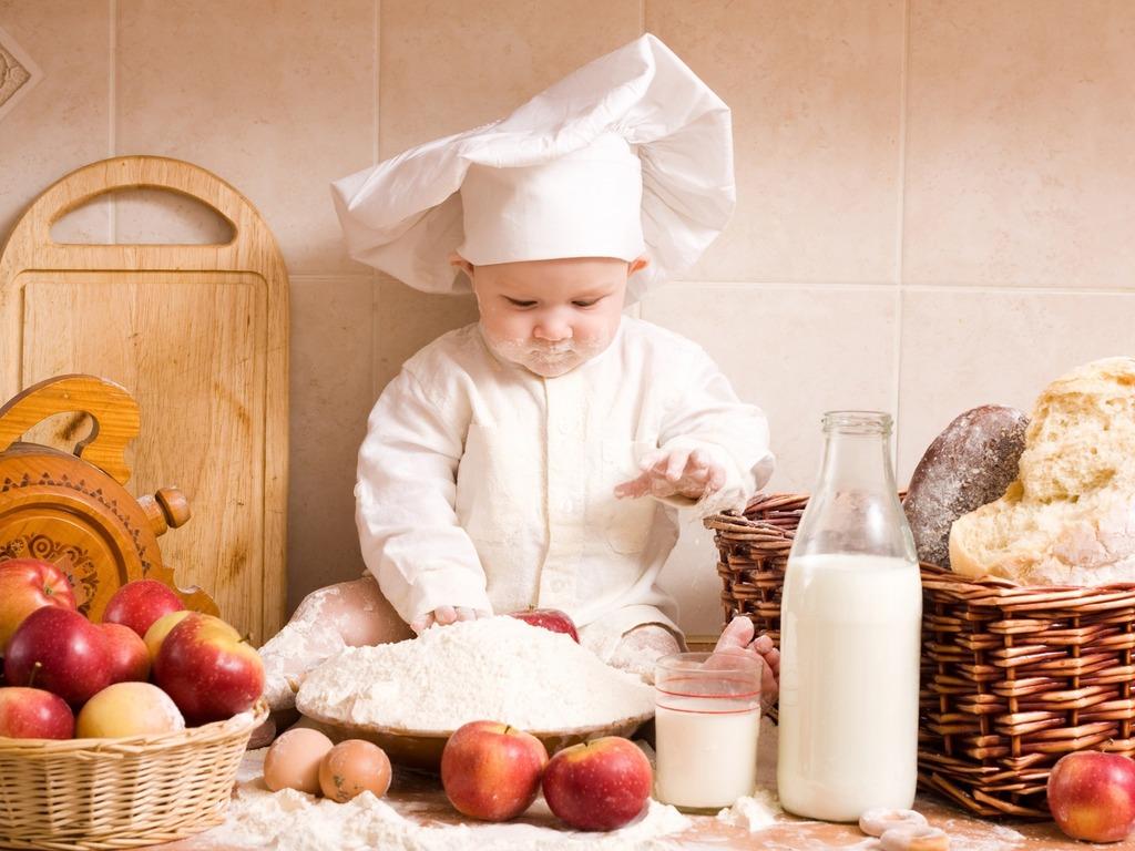 dziecko kucharz w kuchni g jak głód w pokoju dziecięcym